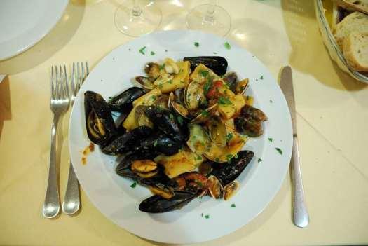www.delightfullyitaly.com-Capri_Faraglioni walking tour_39