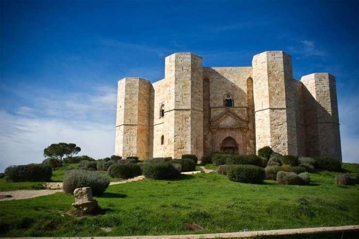 Italy Unesco sites_castel_del_monte