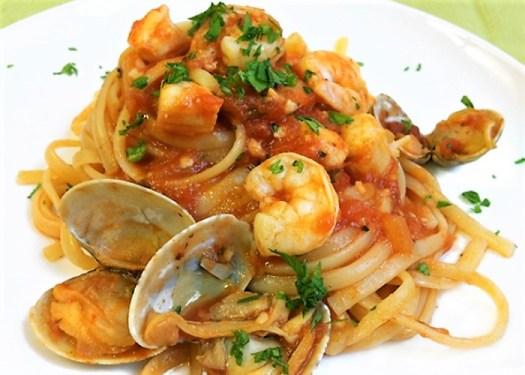 Italian pasta dishes - Linguine allo Scoglio