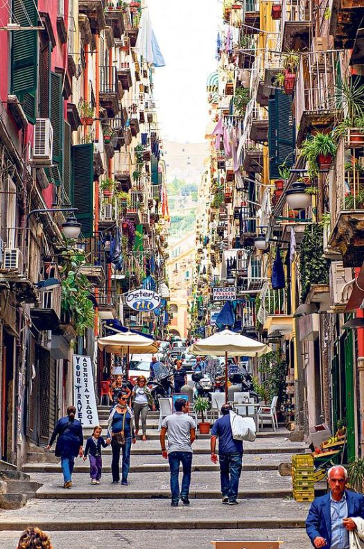 Naples in one day walking itinerary - Spaccanapoli