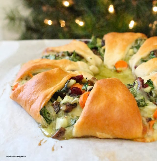 Vegetarian Spinach Cranberry Mushroom Wreath Recipe