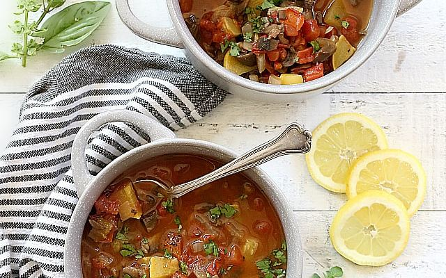 Mushroom, Squash and Tomato Chili Vegetable Soup {Paleo}