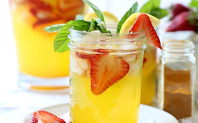 Turmeric Strawberry Lemonade