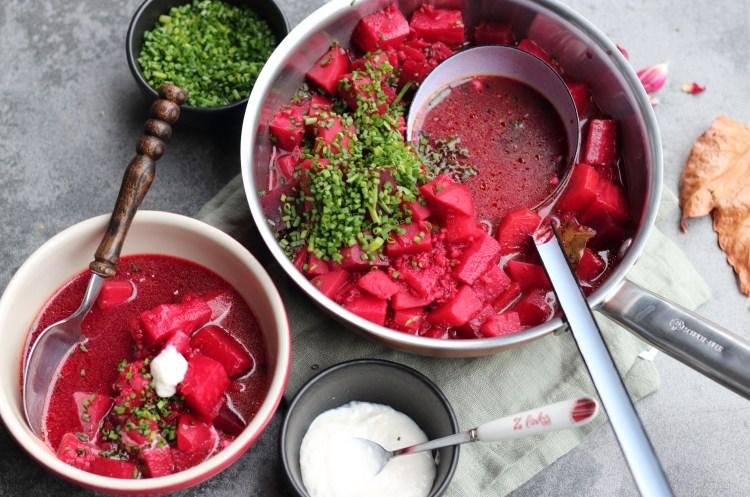 Wurzel Gemüse Eintopf mit Rote Bete und Graupen