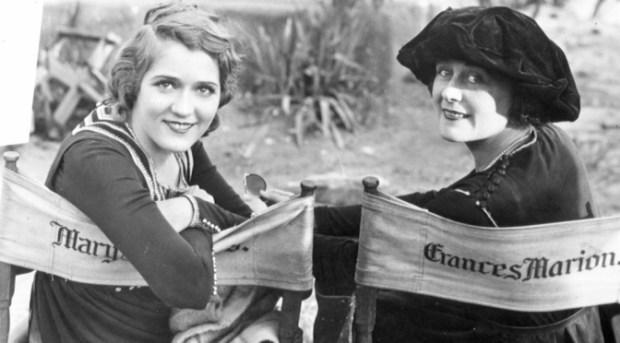 Mary Pickford, uma das primeiras mulheres a fundar um estúdio de cinema, e Frances Marion, roteirista