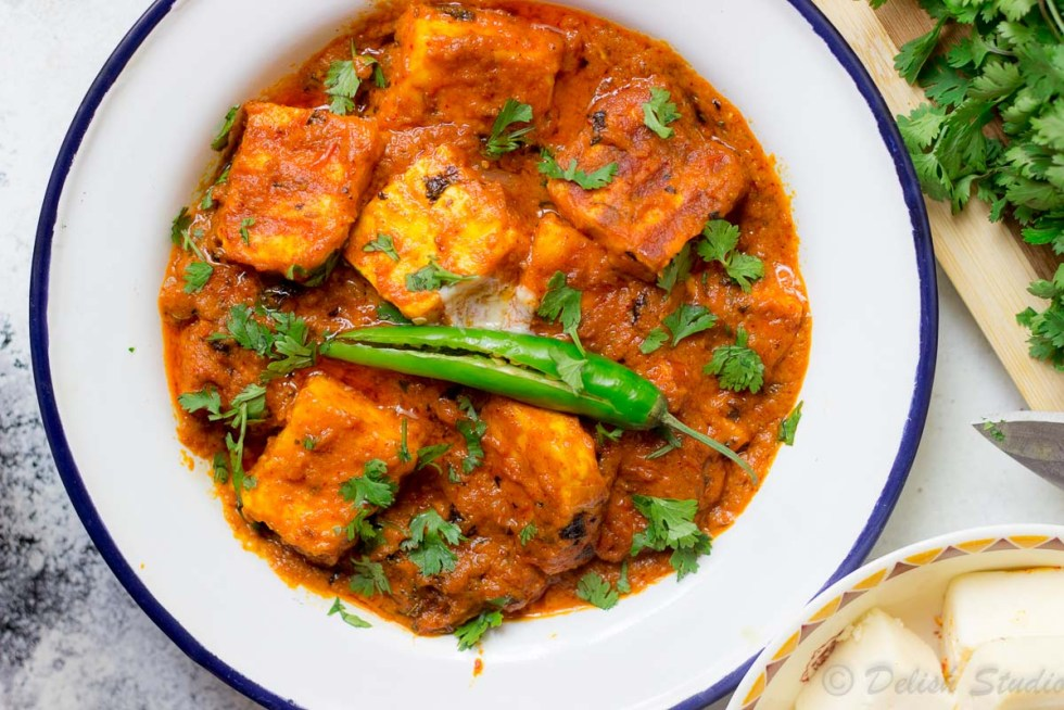 Keto paneer Makhani garnished with coriander leaves and green chilli.