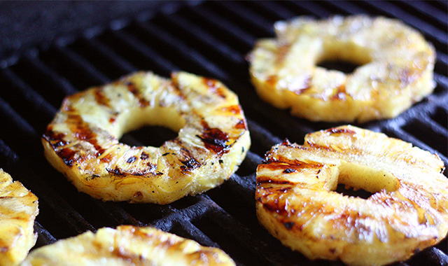 grilling-pineapple-on-the-barbecue