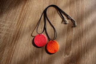 collier rouge et orange grand