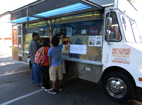 Delta students order food from former-student run food truck, Waffle Craves, on Sept. 7, 2018. Photos by Catlan Nguyen.