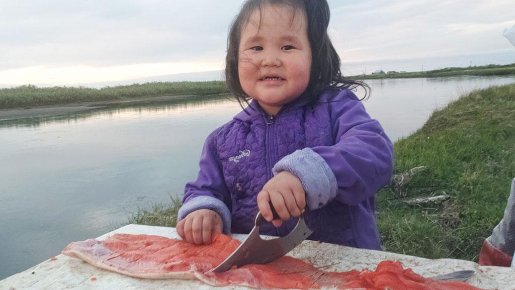 2227-fish-cutting-girl