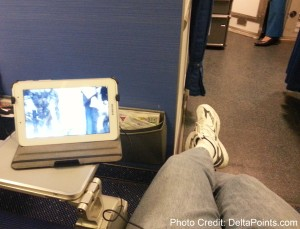 lots-of-leg-room-row-1-C-klm-737-amsterdam-to-rome-delta-points-blog