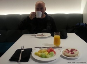 mj on travel breakfast at the amex loung las delta points blog