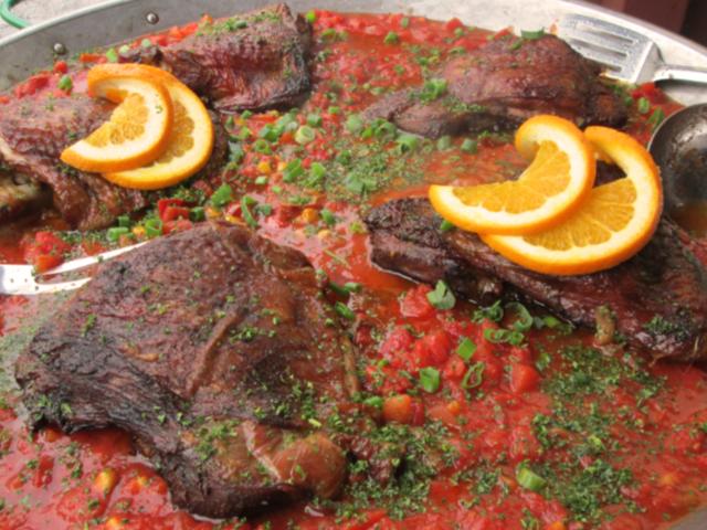 4412 Putenoberkeule Auf Geschmolzenen Tomaten