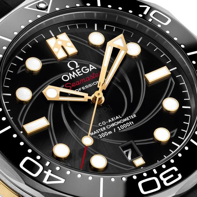 "Omega-Seamaster-Diver-300M-""On-Her-Majesty's-Secret-Service""-50th-Anniversary-esfera-Horas-y-Minutos"