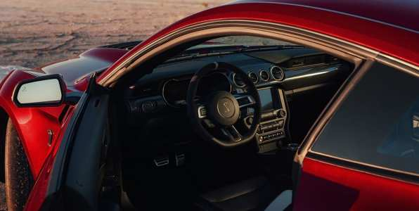 ford-shelby-gt500-2020-cobra-mustang-auto-deportivo-muscle-car-lateral-rojo-diseno-interior