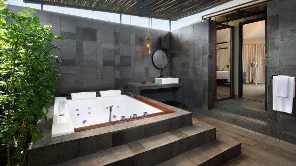 tnjtx-deluxe-tent-bathroom-7910-hor-wide