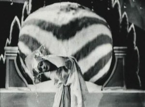Retro Review: A Page of Madness [Kurutta Ippeji] (1926)
