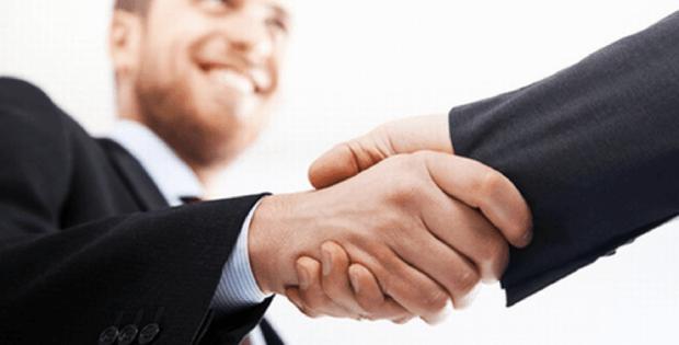 Comercial con salario fijo y comisiones