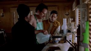 Para 'cocinar', los socios se esconden en el desierto en una caravana