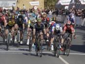 Albasini ganando la segunda etapa de la Vuelta al País Vasco