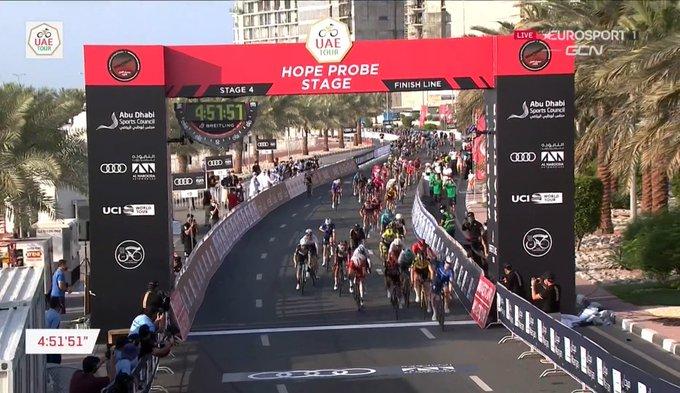Sam Bennet gana la cuarta etapa del UAE Tour