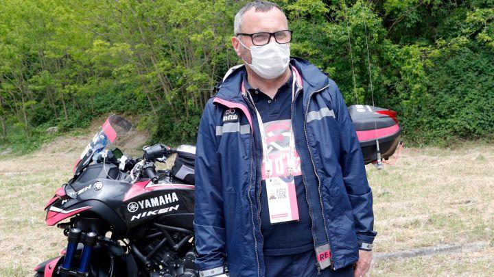 Operario Giro de Italia caída Mikel Landa