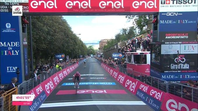 Egan Bernal en la undécima etapa del Giro de Italia