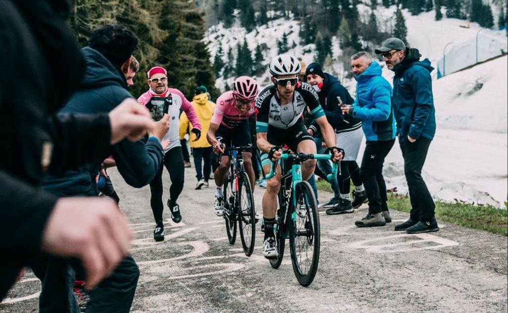 Simon Yates y Egan Bernal en el Monte Zoncolan