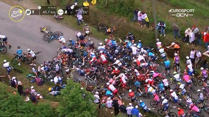 Caída masiva en la primera etapa del Tour de Francia