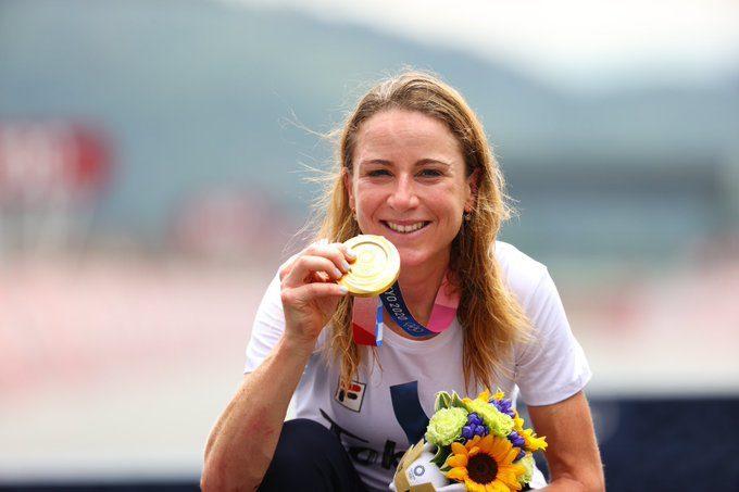 Annemiek Van Vleuten gana el oro en Tokyo 2020