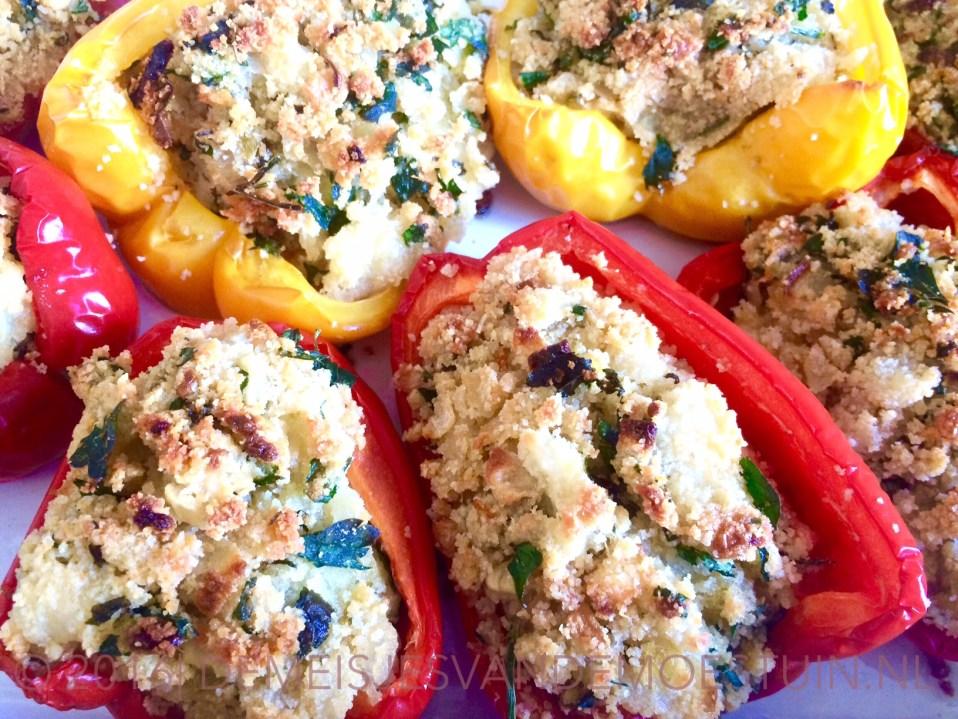 gevulde paprika's met mozzarella en verse kruiden