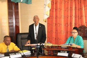 President David Granger addressing the Georgetown City Council. Among the councillors were Deputy Mayor, Sherod Duncan  and City Mayor Patricia Chase-Green.