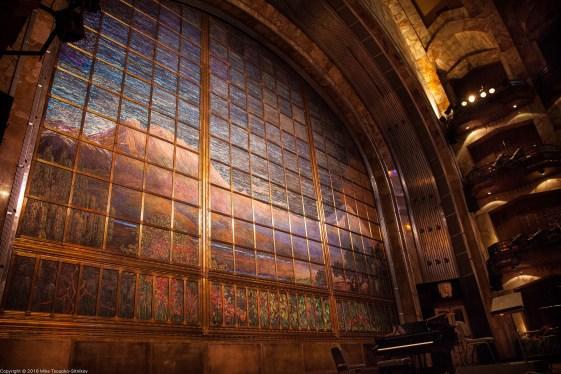 The curtain at the theater at the Palacio de Bellas Artes