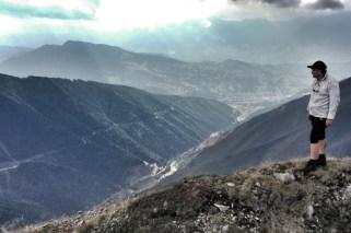 Valea care urcă domol din Baia Borșa spre poalele muntelui