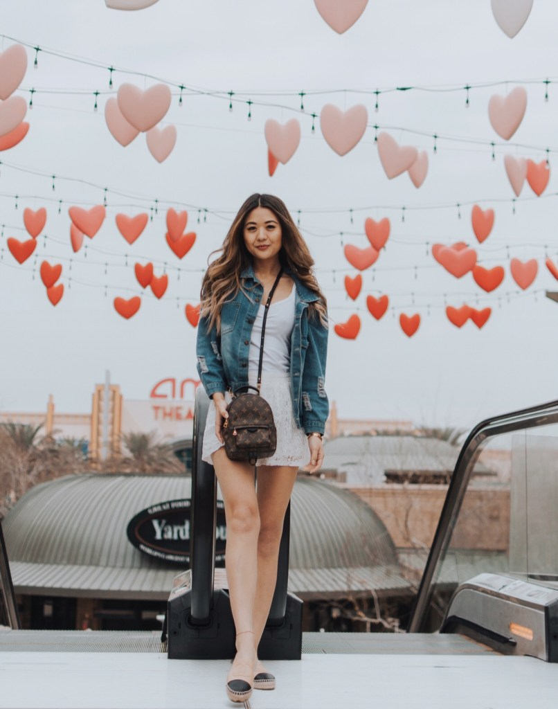 Arizona college lifestyle blogger, Demi Bang, visiting Westgate Entertainment to check out their LoveWestgate Hearts Pop-Up Installation.