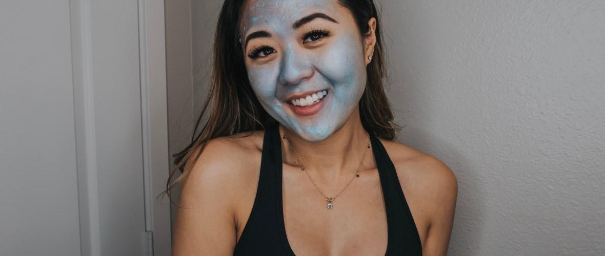 College blogger, Demi Bang, using Arizona blogger, Demi Bang, using the Bioré Blue Agave + Baking Soda Whipped Nourishing Detox Mask.