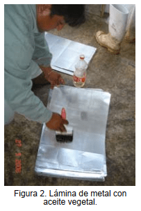 Lámina de metal con aceite vegetal