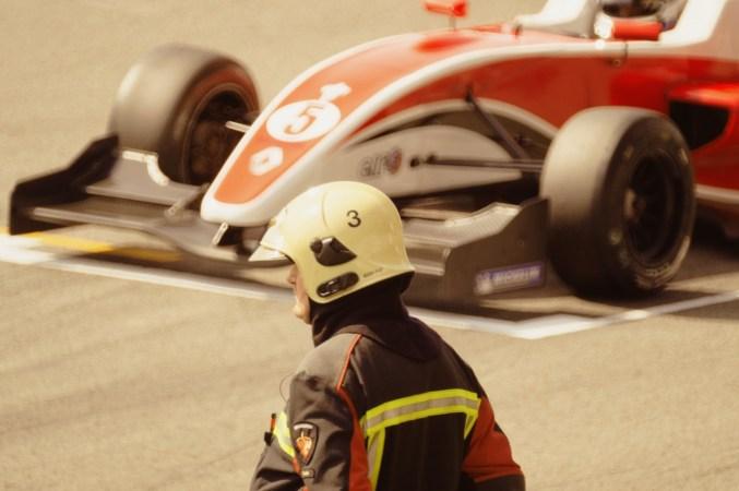 race-car-1044719_1920