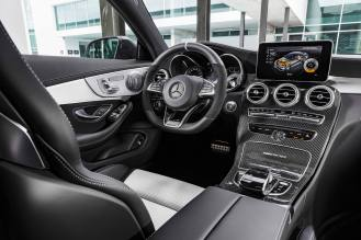"Mercedes-AMG C 63 S Coupé (C 205) 2015; Interieur: Leder kristallgrau/schwarz, AMG Performance Lenkrad in Leder Nappa schwarz/Mikrofaser DINAMICA im 3-Speichen-Design unten abgeflacht, 12 Uhr-Markierung in Schwarz, Lenkradblende in Silberchrom mit ""AMG"" Schriftzug und silberfarbenen Aluminium-Schaltpaddles, AMG Zierteile Carbon/Aluminium mit Längsschliff hell interior: leather crystal grey/black, AMG Performance steering wheel in black nappa leather/DINAMICA microfibre in a 3-spoke design, with flattened bottom section, 12 o'clock marking in black, steering wheel bezel in silver chrome with ""AMG"" lettering and silver-coloured aluminium shift paddles, AMG carbon-fibre/light longitudinal-grain aluminum trim"