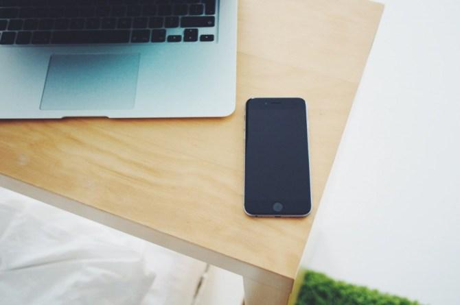 iPhone-6-MacBook-Air-on-Table