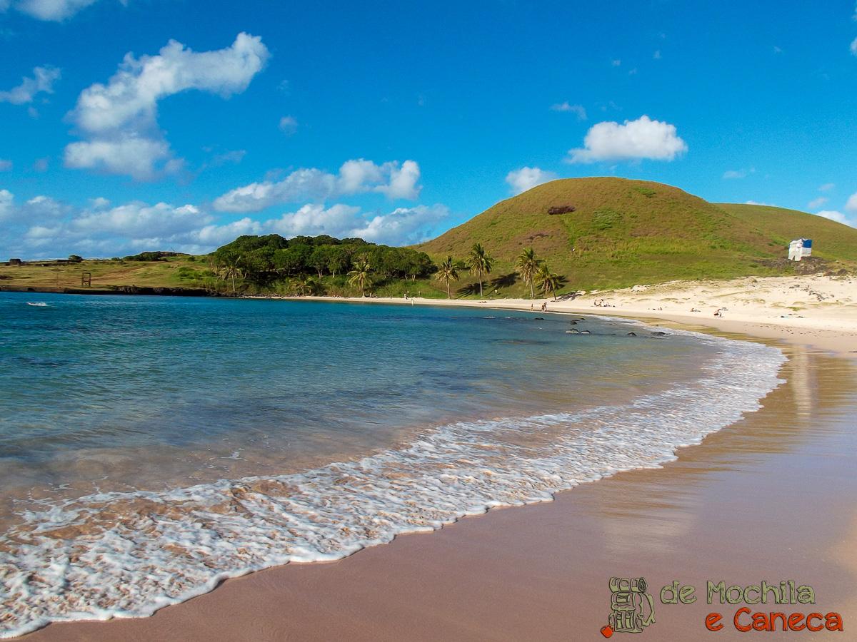 Resultado de imagem para Anakena, a praia mais bonita da Ilha de Páscoa.