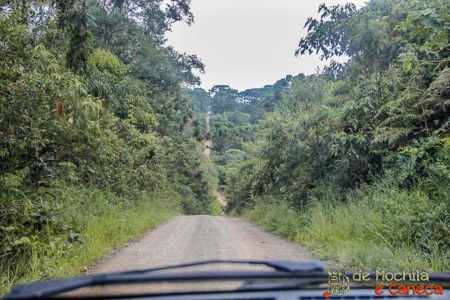 Estrada que dá acesso a uma das cachoeiras.