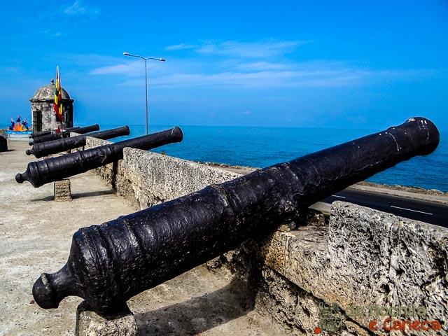Canhões nas muralhas de Cartagena de Indias Colombia