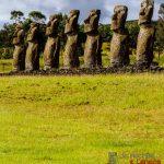 Ahu Akivi e os 7 Moais exploradores de Rapa Nui.
