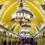 Conheça o metrô de Moscou, o palácio do Povo.