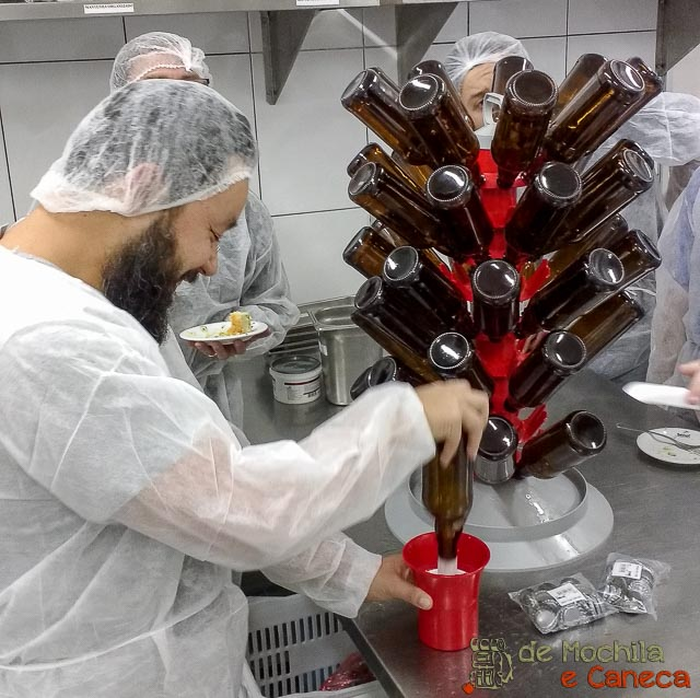 Produção de Cerveja Artesanal na Panela-Sanitização das garrafas.