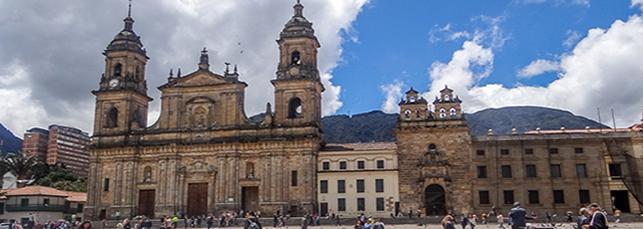 CentroHistórico-da-cidade-de-Bogotá_plazabolivar