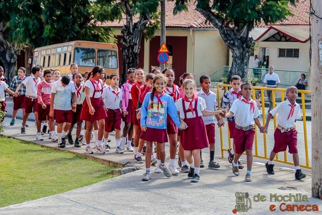 Santiago de Cuba-crianças escola