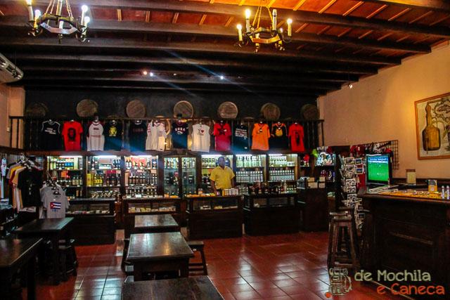 Santiago de Cuba-Bar Havana Club de Santiago.