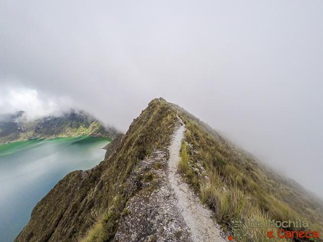 trilha que contorna a cratera do Vulcão Quilotoa-35